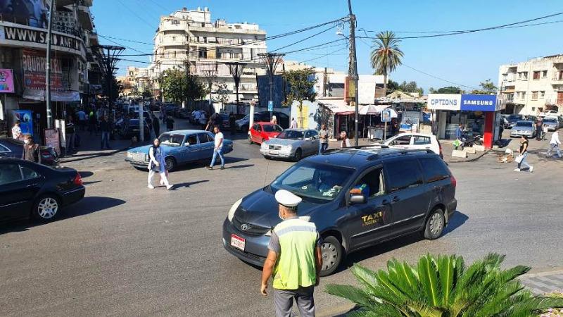 وقفة احتجاجية للسائقين العموميين في صيدا رفضا لارتفاع سعر صفيحة البنزين .